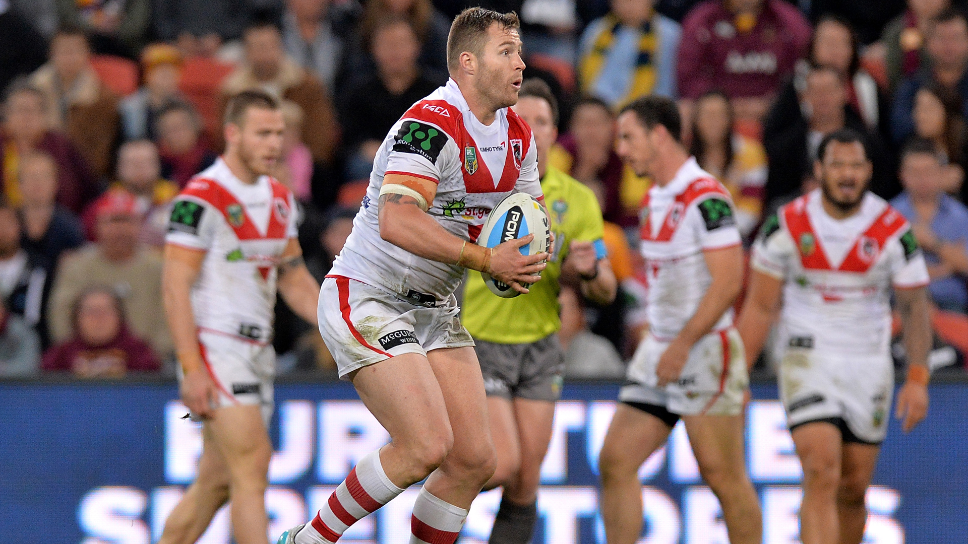 The St George Illawarra Dragons confirmed the signing of forward Trent Merrin.