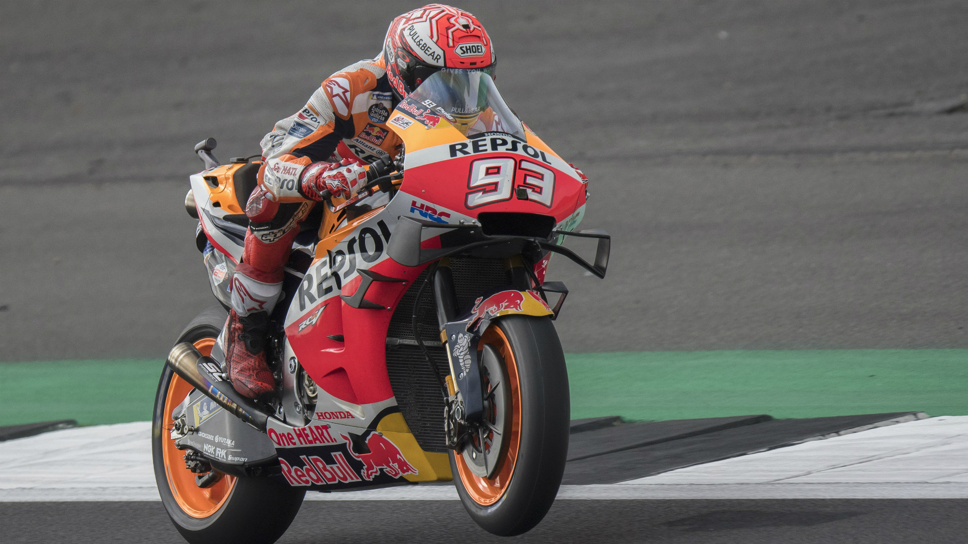 An impressive qualifying session from Valentino Rossi saw him finish second, but Marc Marquez was in a class of his own at Silverstone.
