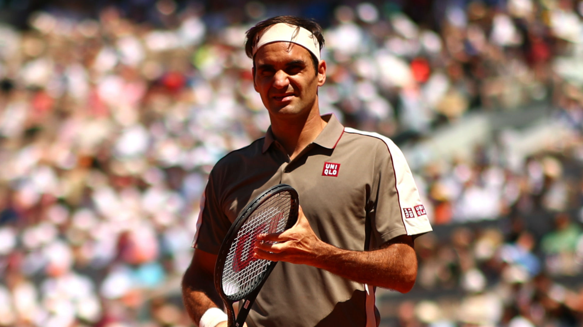 Roger cruises through Halle opener