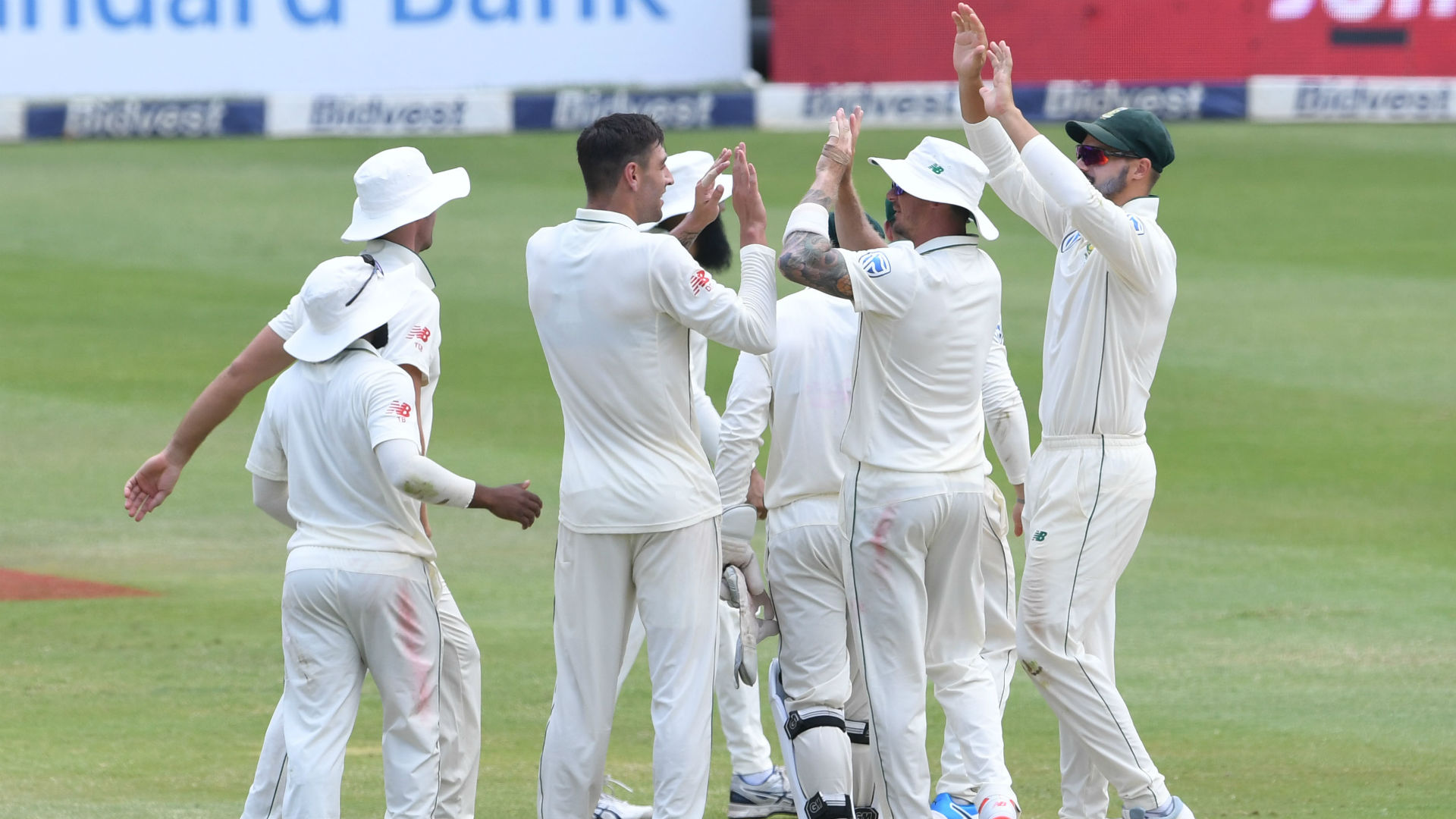 Duanne Olivier and Hashim Amla helped South Africa keep Pakistan under control as they built a 212-run lead over Pakistan.