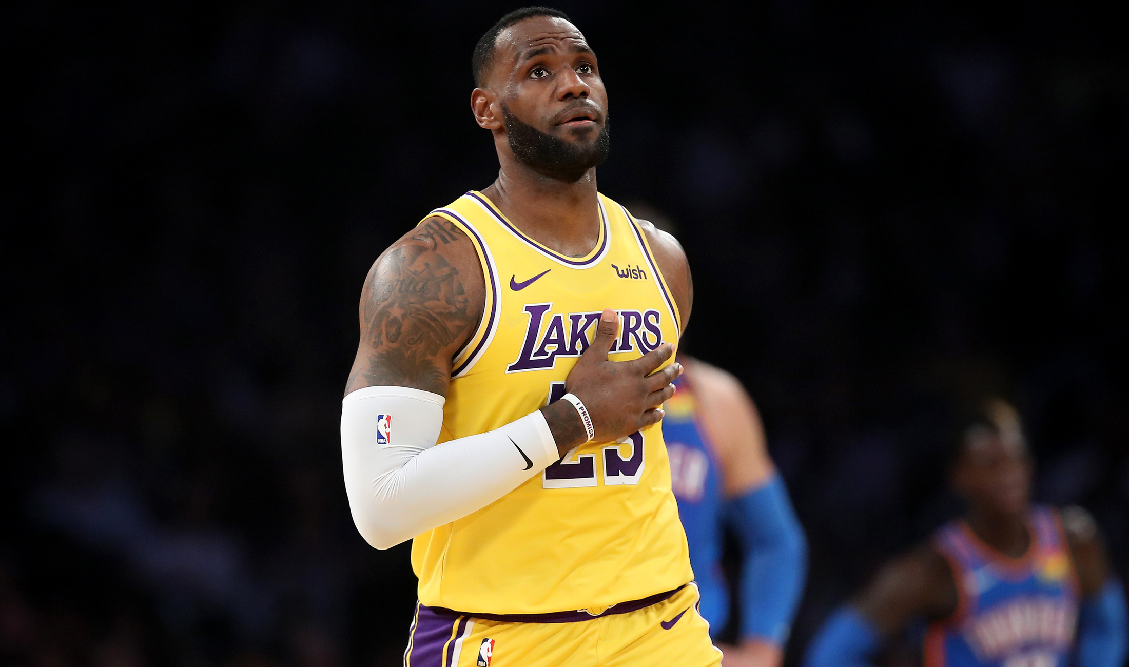 LeBron makes history in Lakers' win