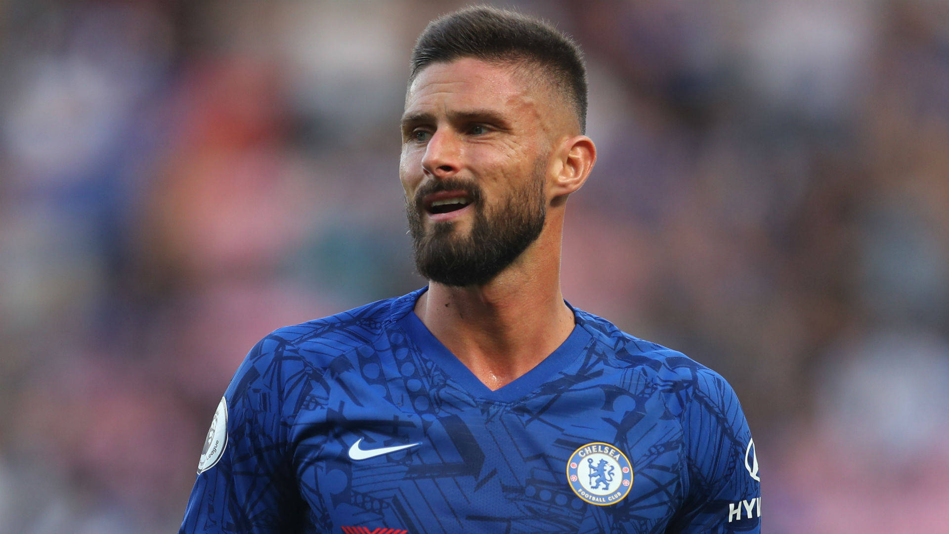 Frank Lampard left Olivier Giroud out of Chelsea's matchday squad to face Everton, who named Theo Walcott in their starting XI.