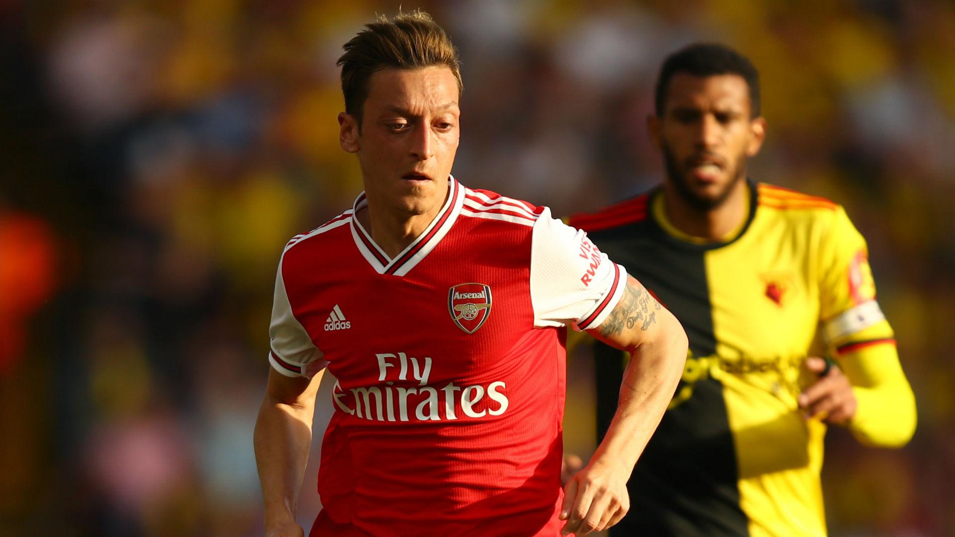 Ozil improving in training – Emery