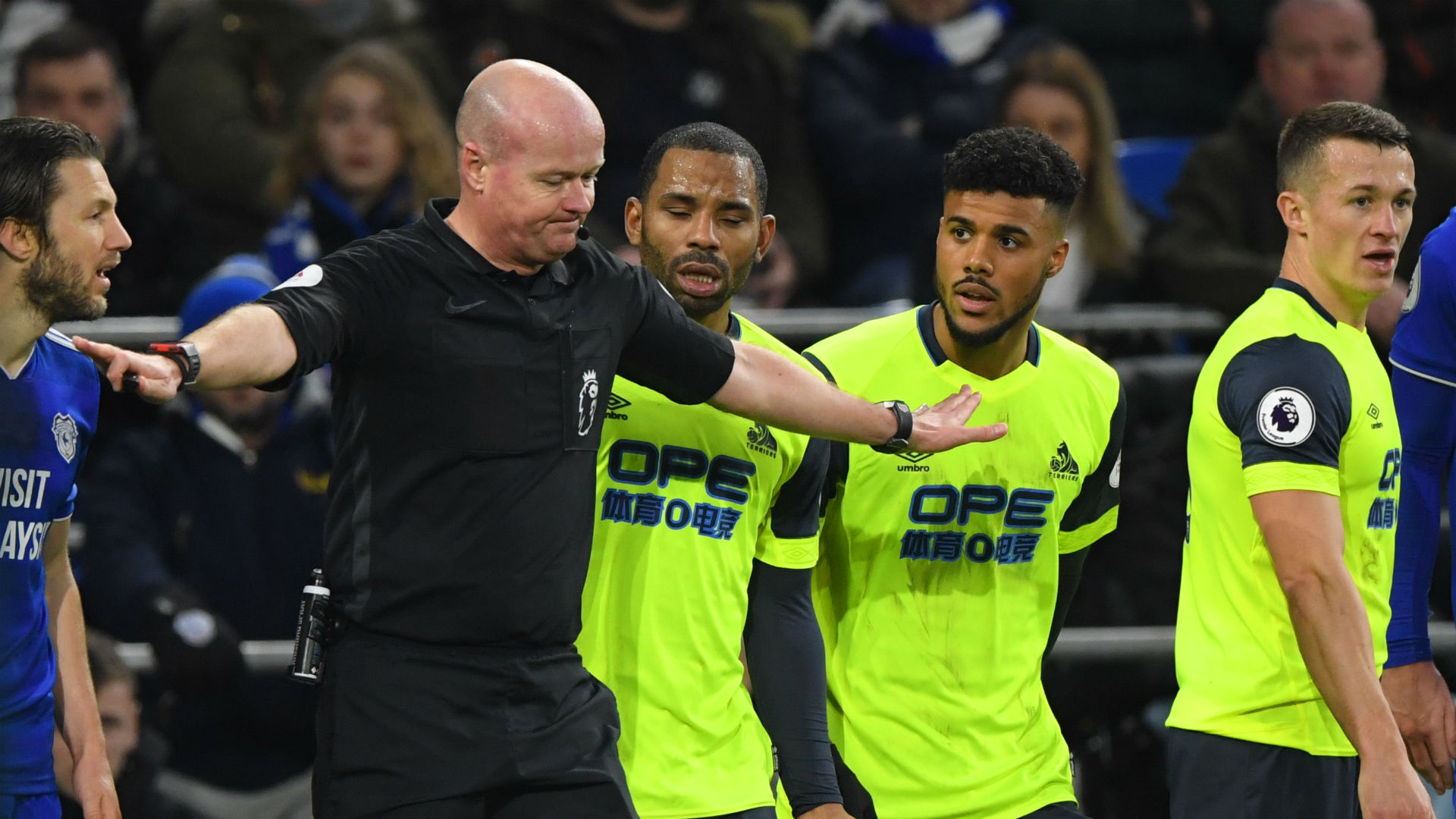 Cardiff City held on to a 0-0 draw at home to Huddersfield Town on Saturday, with David Wanger angry his team had a penalty overturned.