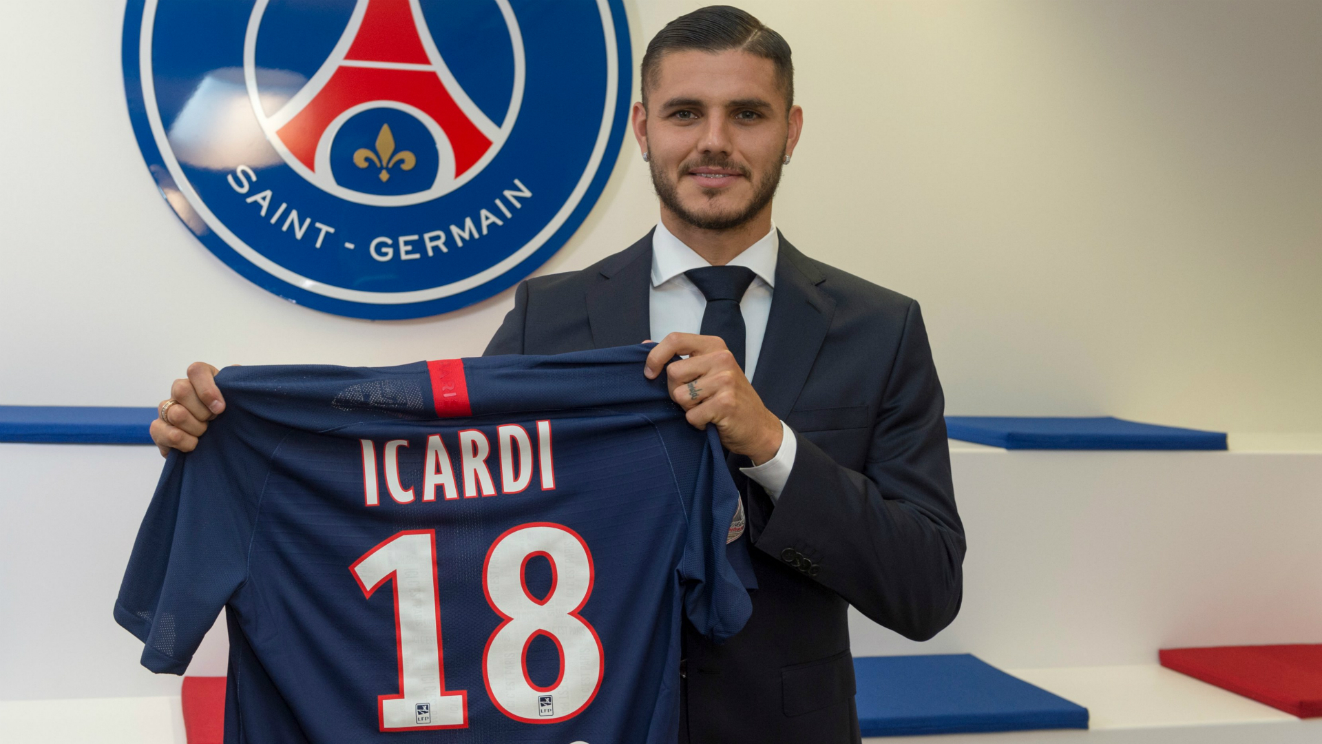 Former Italian forward Paolo Di Canio hit out at Mauro Icardi following his move to Paris Saint-Germain.