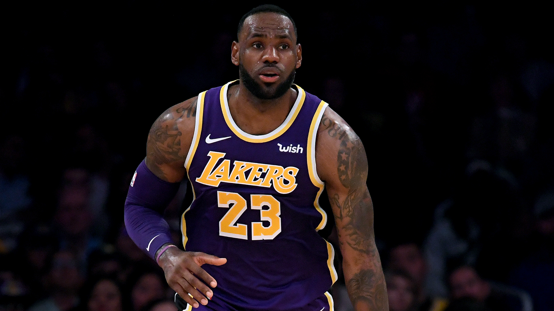 LeBron leads Lakers past Kings
