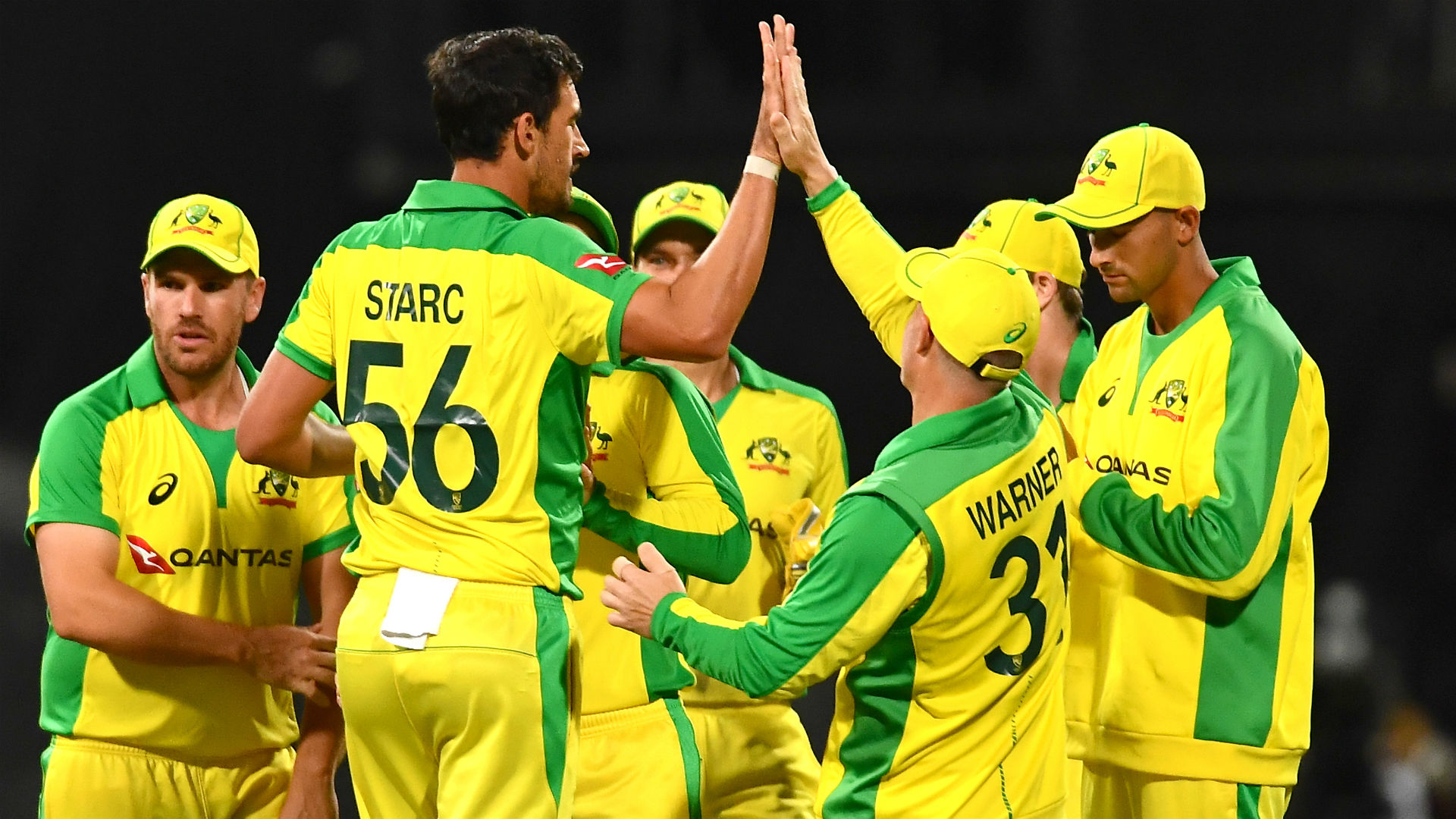 South Africa managed just 96 in reply to Australia's total of 193-5 as the tourists dominated the series decider in Cape Town.