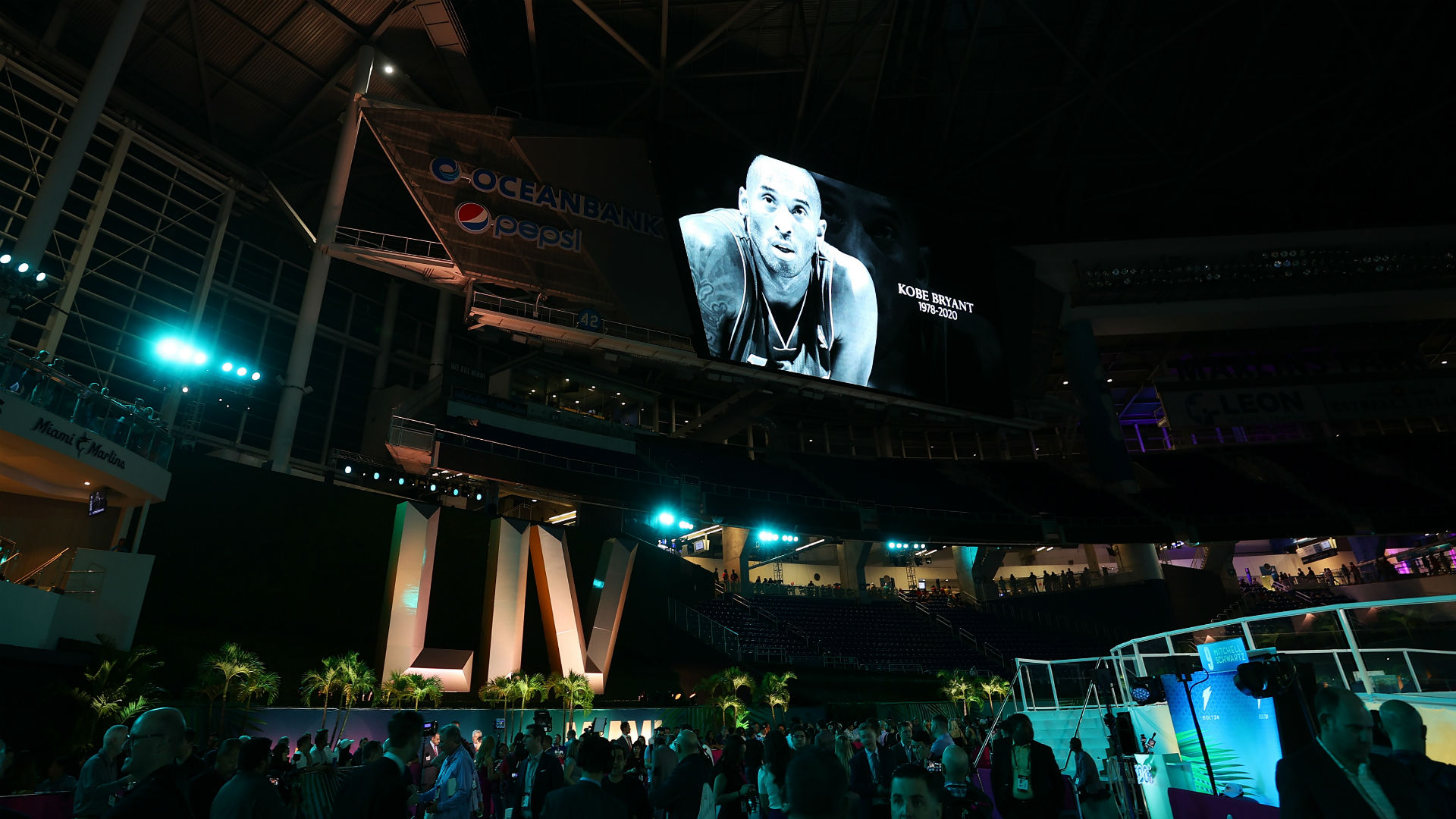 NFL players pay tribute to Kobe