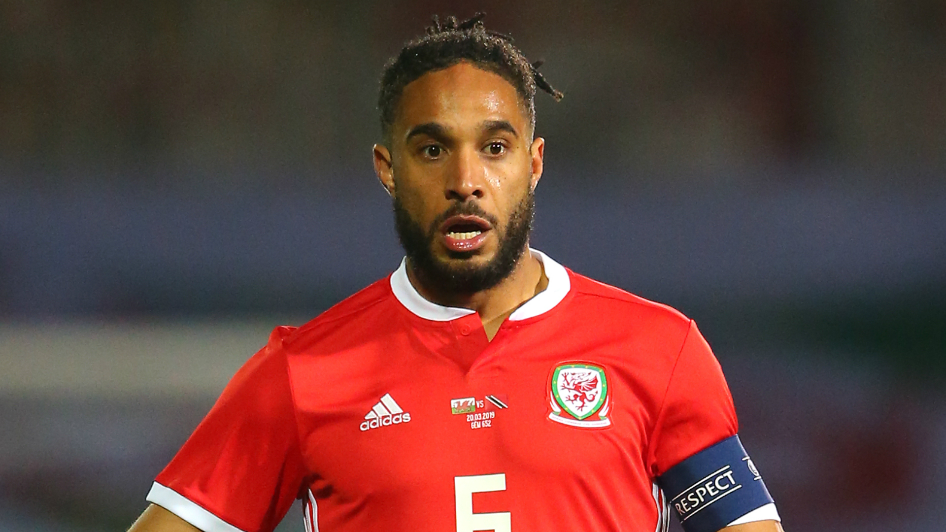 Ashley Williams has signed a short-term contract with Championship promotion hopefuls Bristol City.