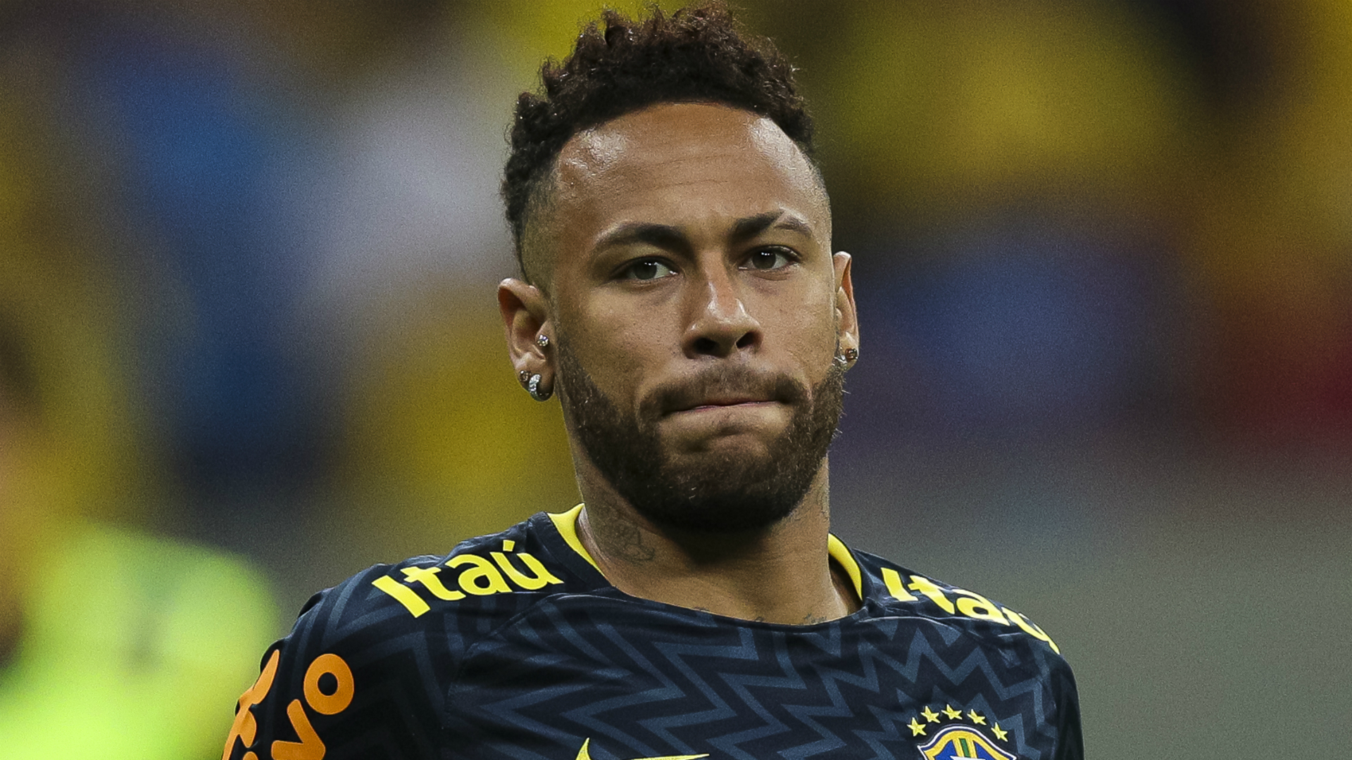 Leonardo, the man at the heart of Paris Saint-Germain's transfer wrangle with Neymar, has been given support by Tottenham's Lucas Moura.