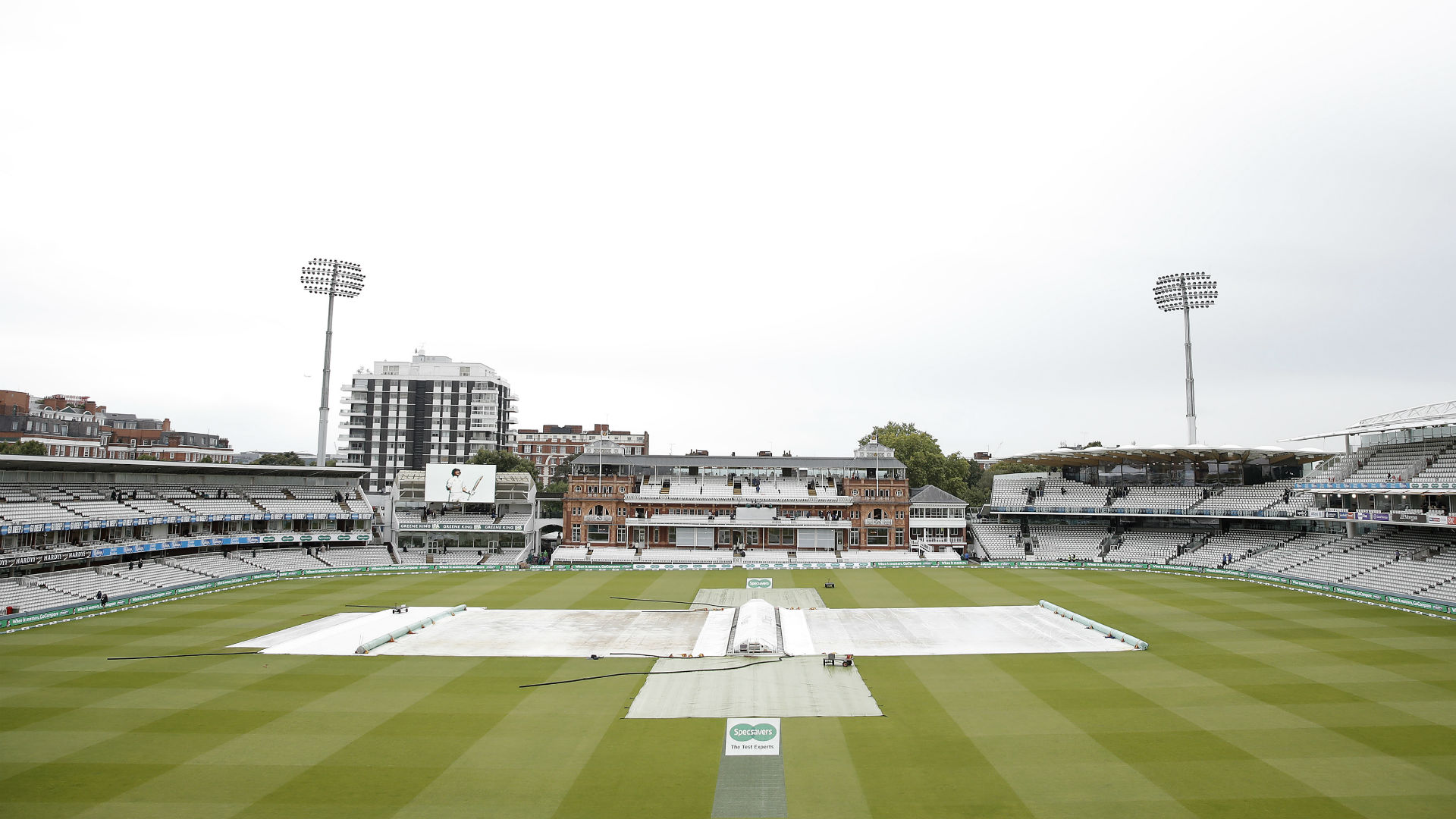 Rain at Lord's on Wednesday morning delayed the start of the second Test between England and Australia.