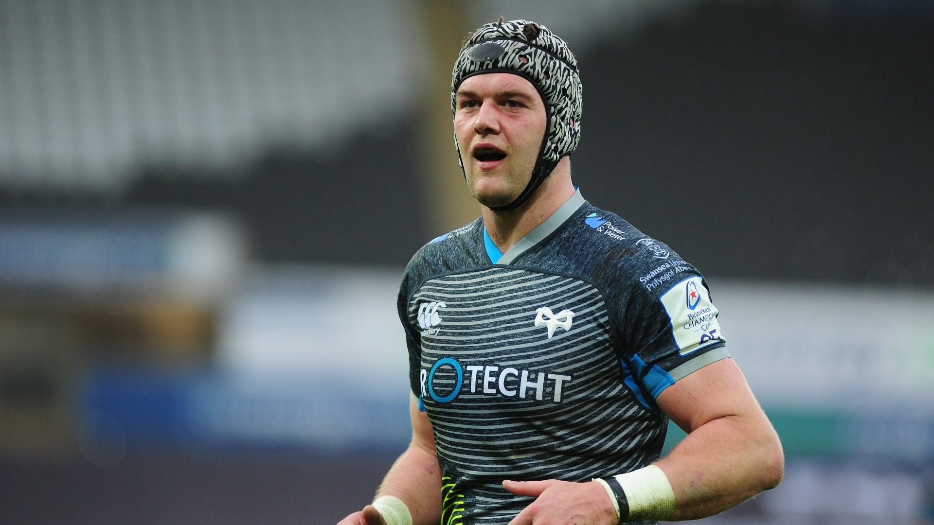 Rhys Webb was a notable absentee from Wales' Six Nations squad, but Dan Lydiate returns and the uncapped Josh Macleod has been included.
