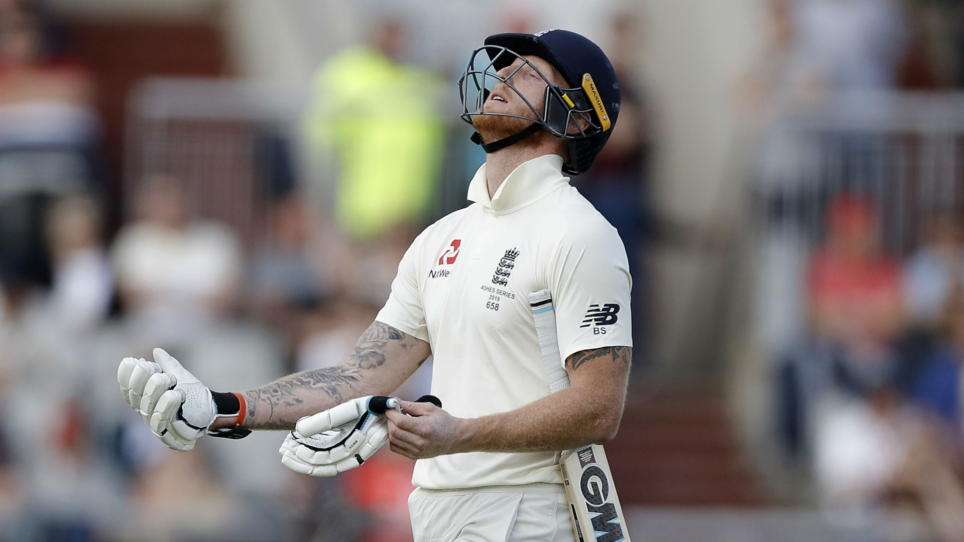 Cummins has England on the ropes