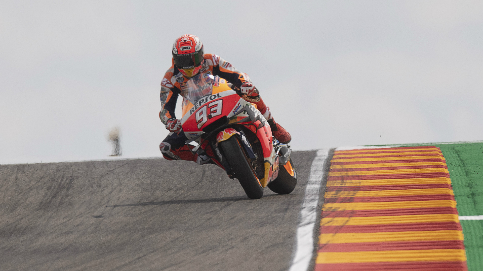 Marc Marquez thrilled the Spanish crowds as he closed in on a sixth MotoGP title with an emphatic win at Aragon in his 200th grand prix.