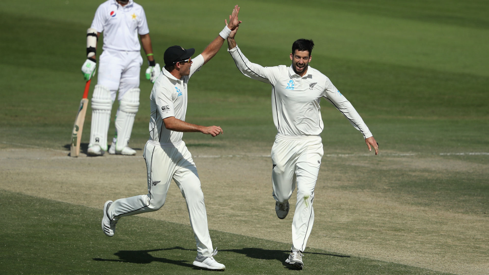 Tim Southee and William Somerville came to the fore as New Zealand needed less than two sessions to seal victory over Pakistan on day five.