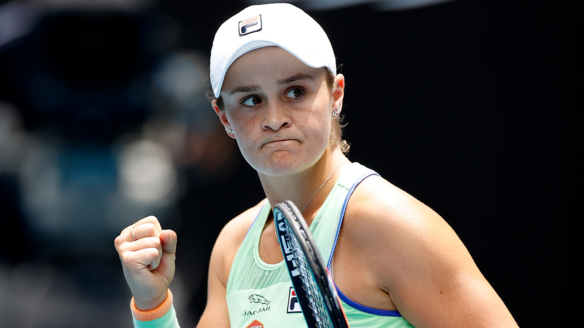 It was a good day for the favourites in the women's draw at the Australian Open, with Ash Barty and Serena Williams winning through.