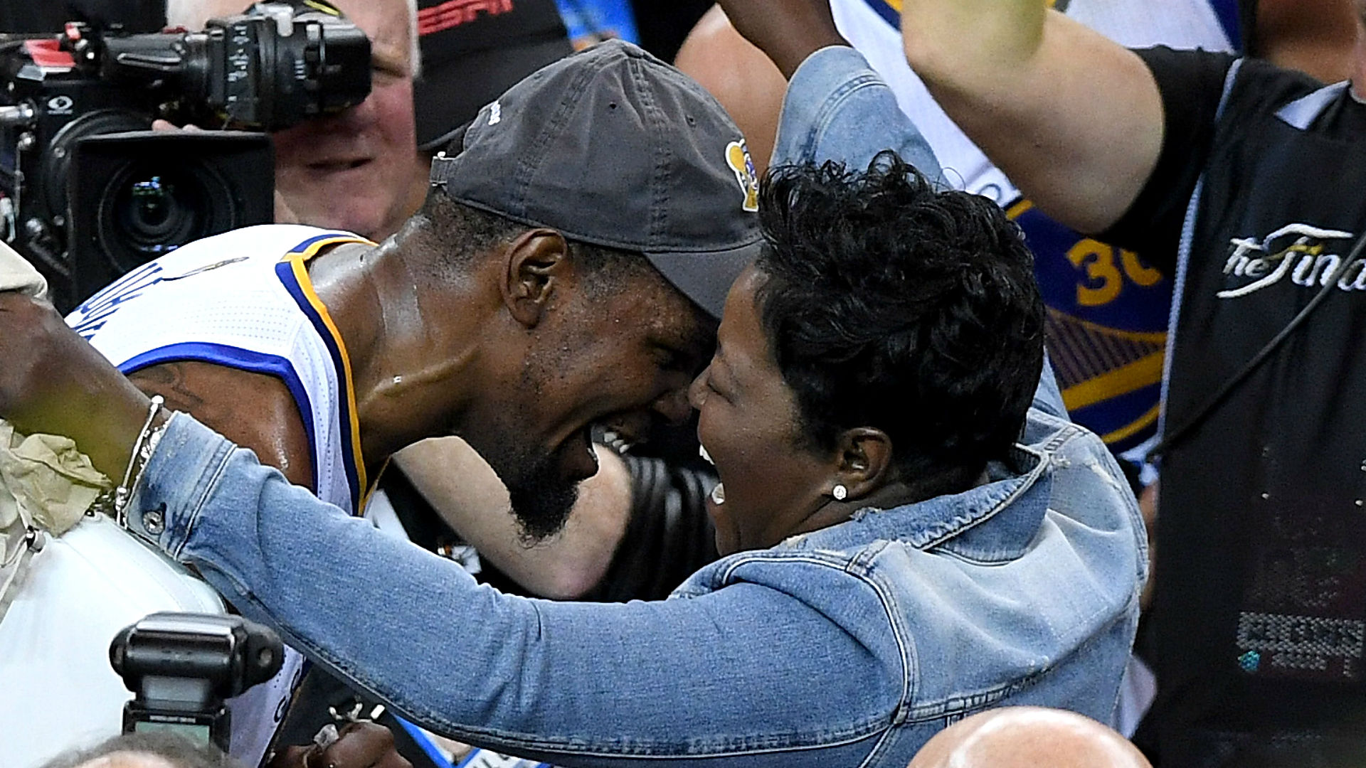 Wanda Durant said it was heartbreaking to watch son Kevin get hurt and that he told her not to cry when they talked a few minutes later.