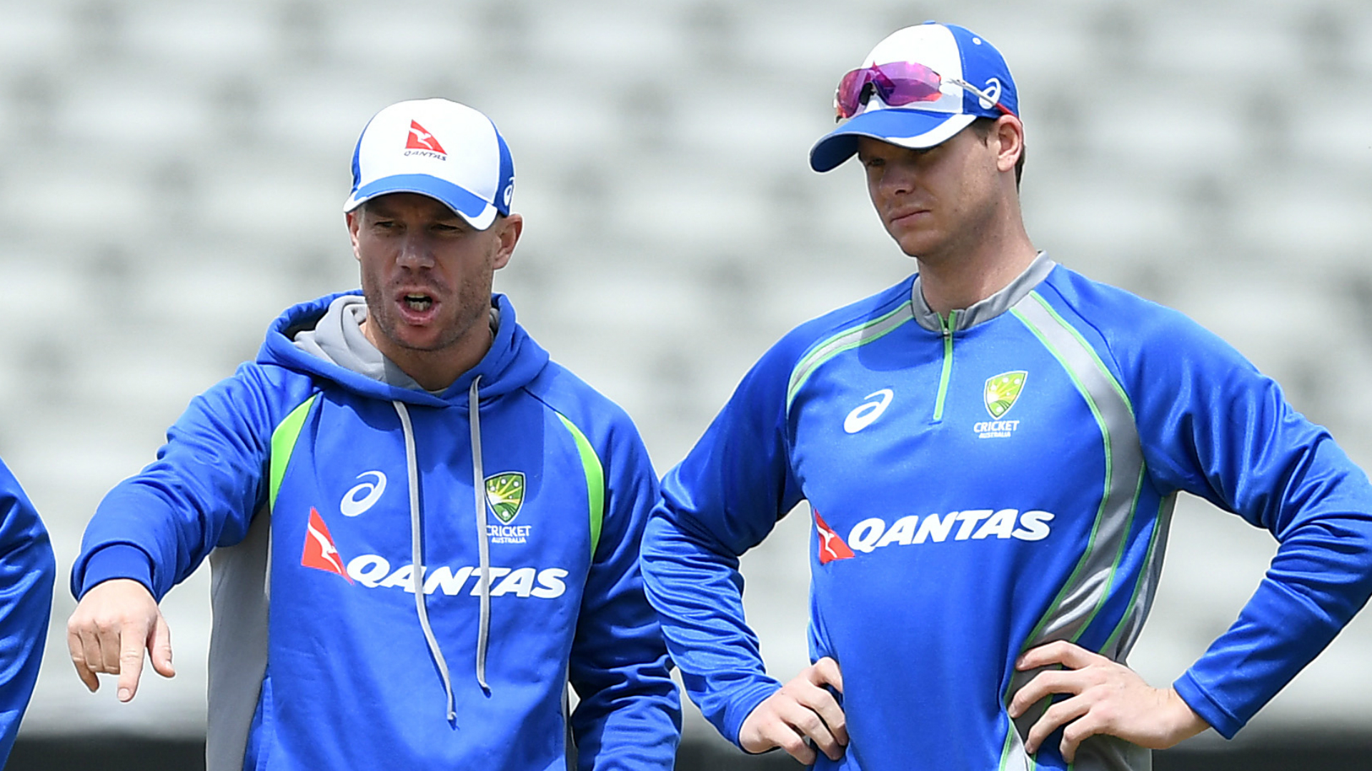 Smith, Warner meet Australia squad