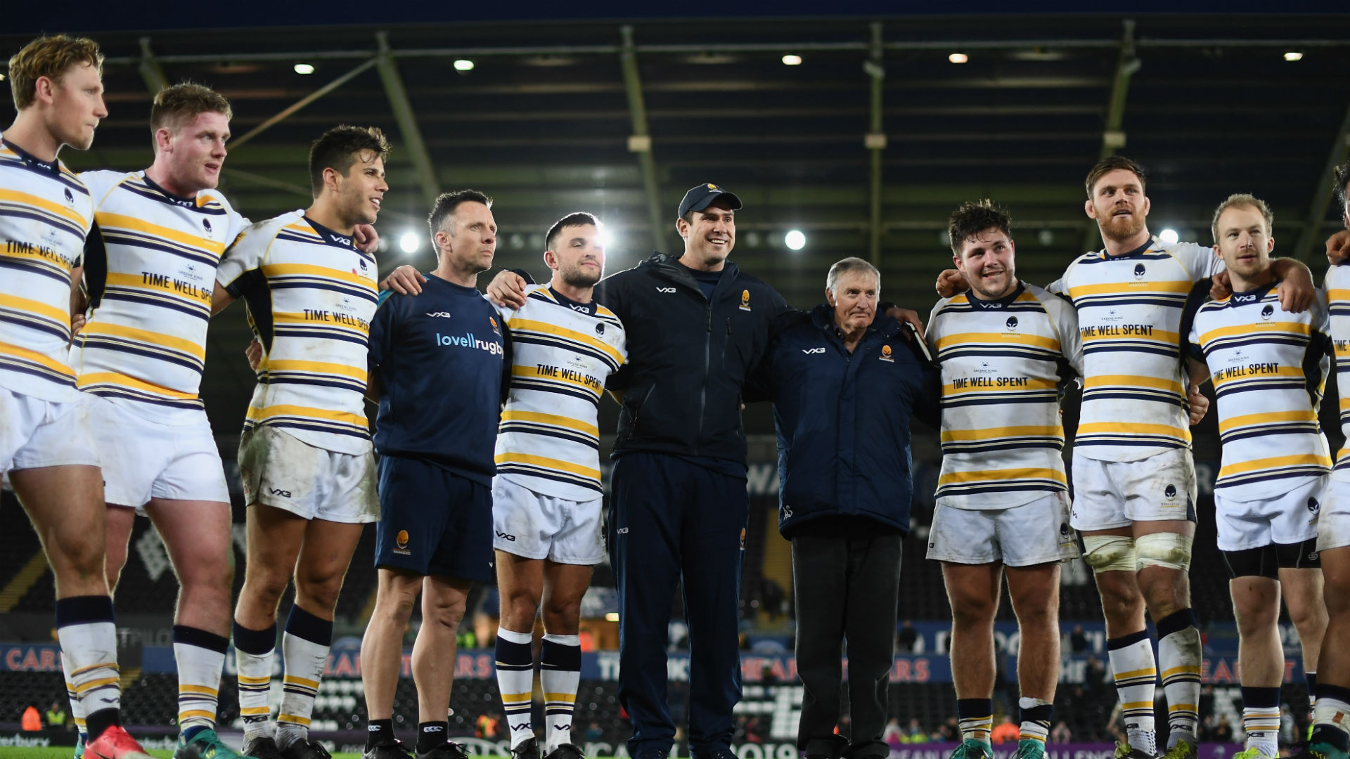 Ryan Mills' last-gasp drop goal put Worcester Warriors into the last eight of the Challenge Cup for the first time in a decade.
