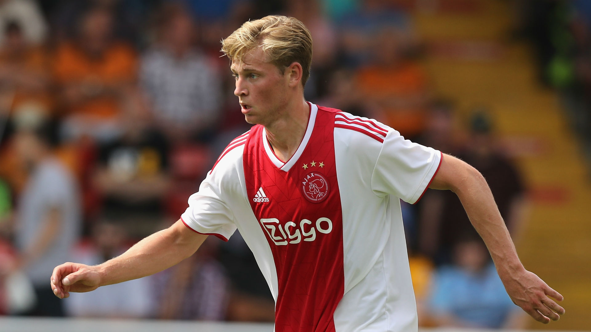 Paris Saint-Germain are reportedly close to agreeing a deal for Frenkie de Jong, but Erik ten Hag says the midfielder is focused on Ajax.