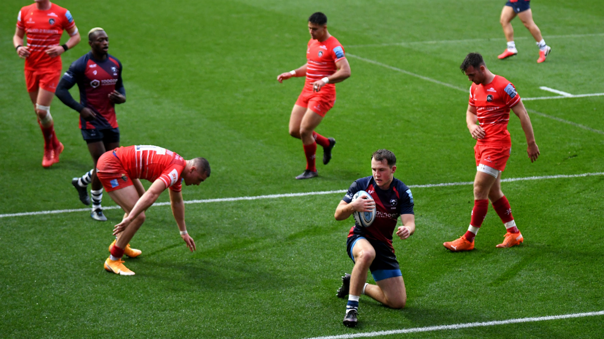 A bonus-point 40-3 victory over Leicester Tigers boosted Bristol's hopes of finishing in the Premiership's play-off places.