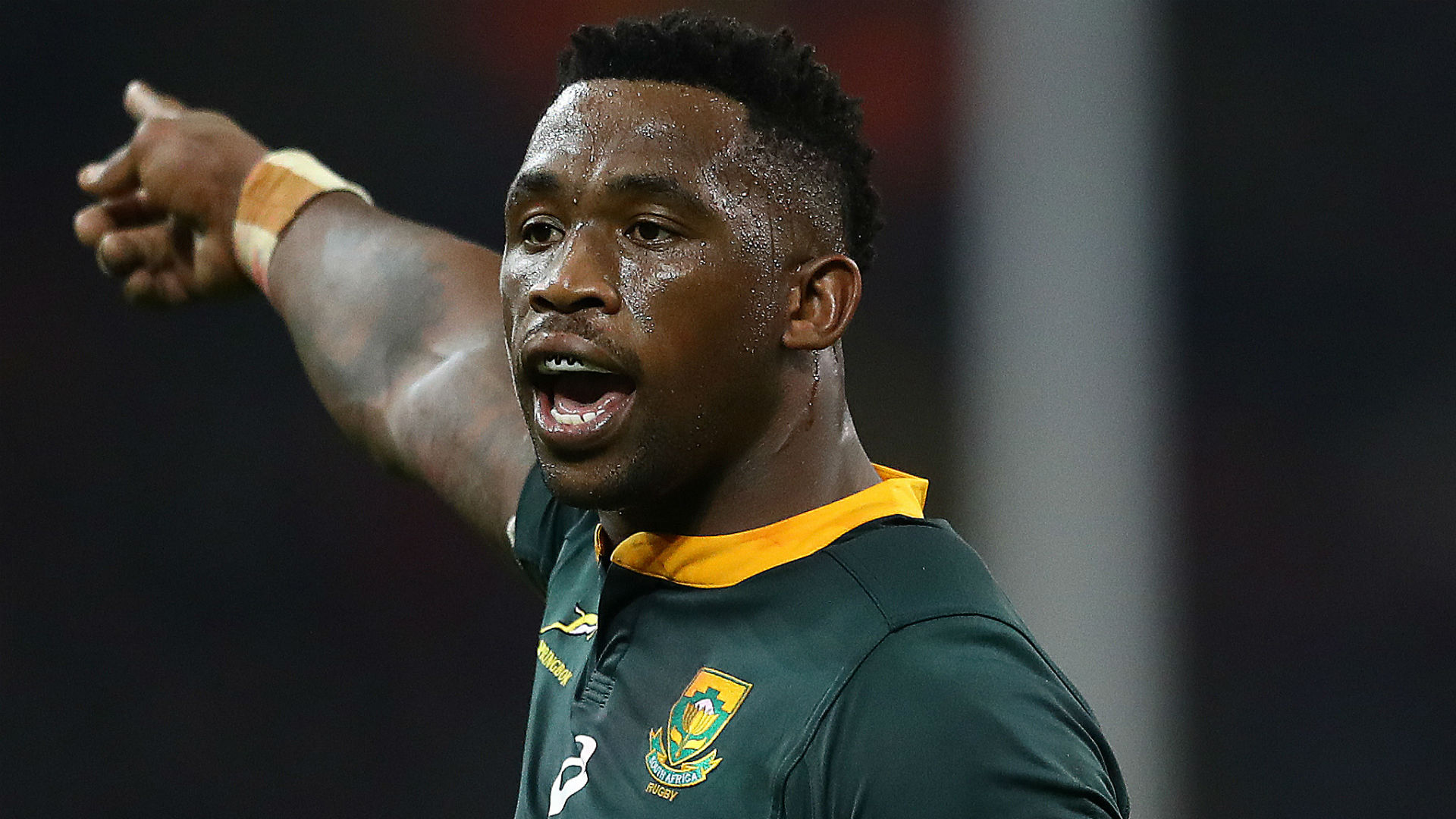 South Africa is on a strict lockdown due to coronavirus and Siya Kolisi is doing his part to help fight the crisis.