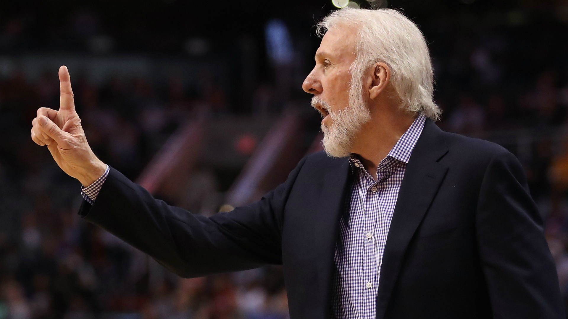Nuggets crush Spurs, close on GSW