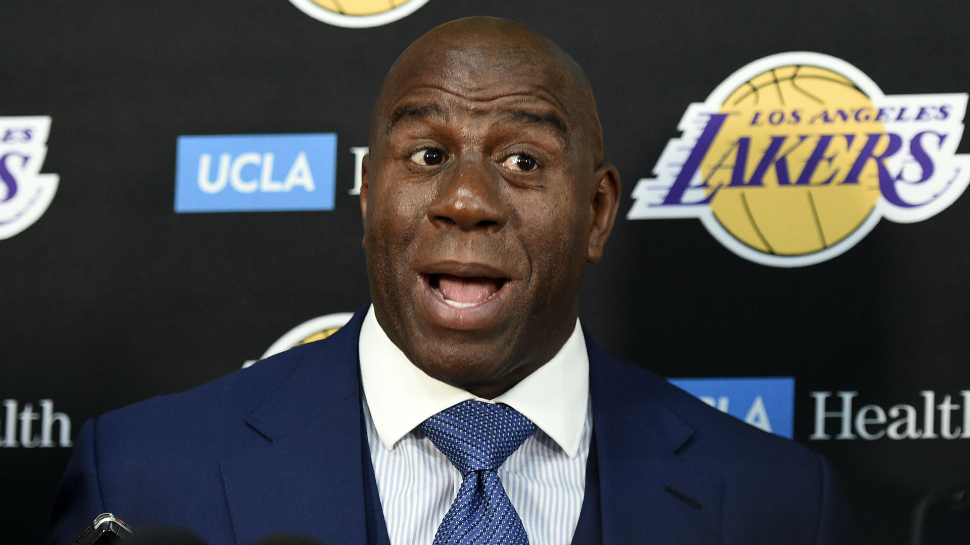 Magic Johnson congratulates Lakers
