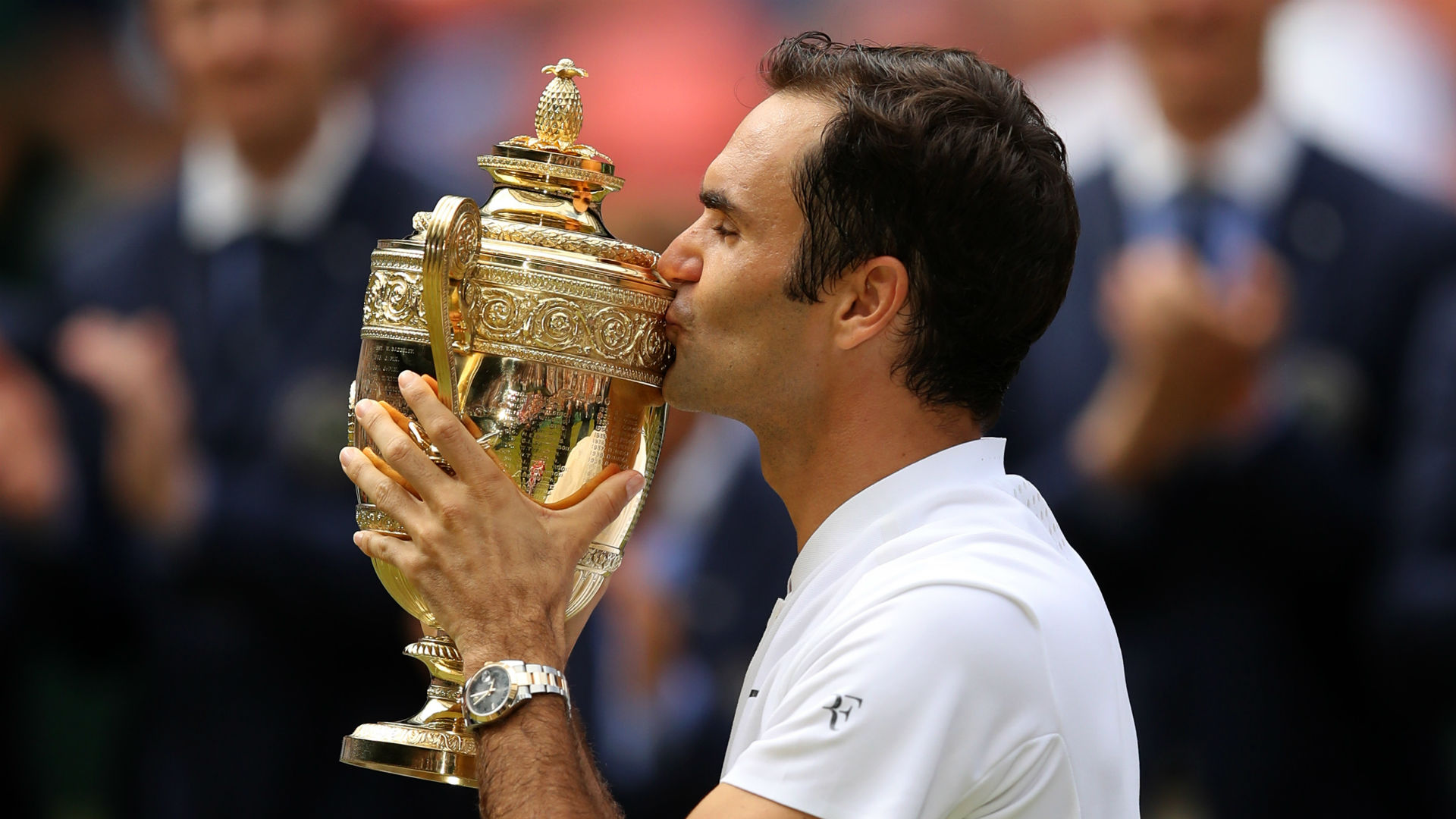 Michael Stich believes another Wimbledon triumph would give Roger Federer a perfect moment to bow out of professional tennis.