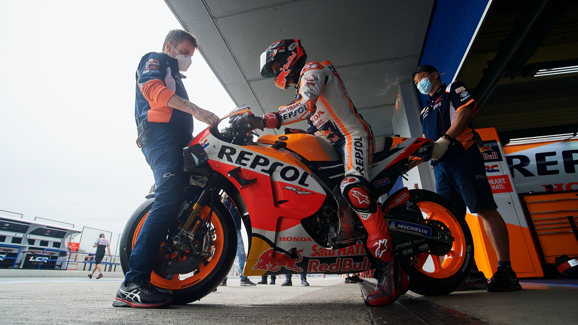 Repsol Honda superstar Marc Marquez crashed at Jerez on Saturday and soon withdrew from Monday's testing.