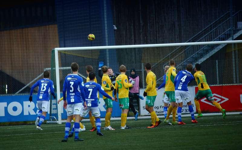 Mads Reginiussen setter inn Ranheims 2-2-scoring på overtid.