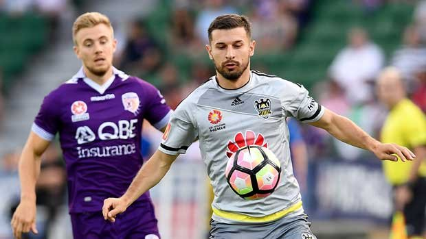 Kosta Barbarouses looms as a major signing for Melbourne Victory after re-joining the club for the upcoming campaign from Wellington Phoenix.