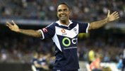 A-League and Melbourne Victory legend Archie Thompson has signed to play with PS4 NPL Victorian club Heidelberg United.