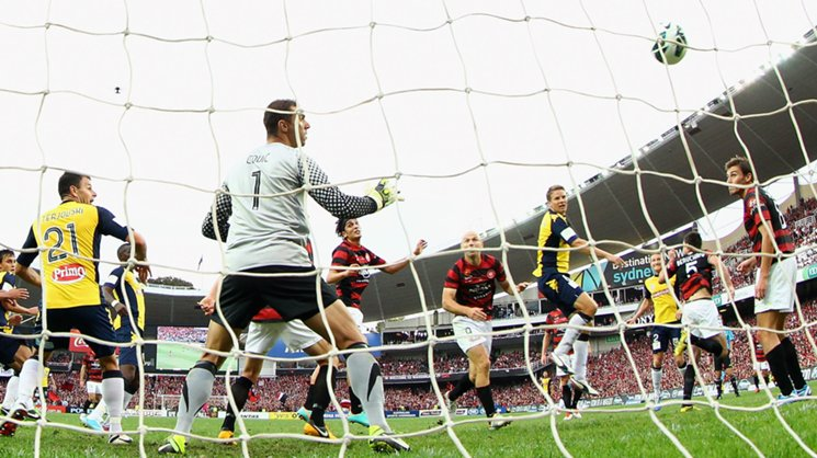 Patrick Zwaanswijk's header gave the Mariners the lead in the 2012/13 Hyundai A-League grand final.