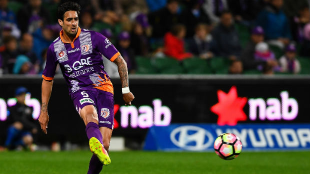 Rhys Williams plays the ball during Glory's Round 1 clash against the Mariners.