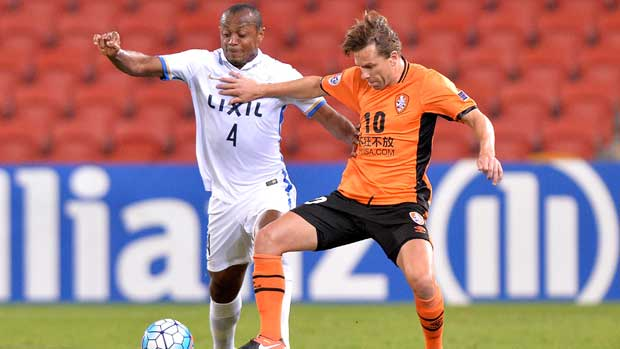 Brisbane Roar playmaker Brett Holman tries to hold off a Kashima defender in their ACL clash at Suncorp Stadium.