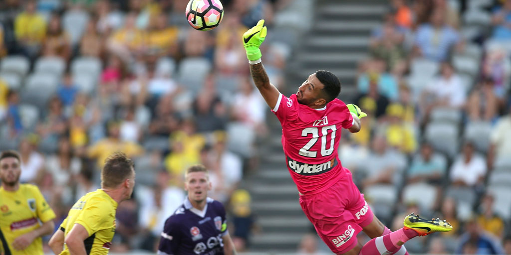 Paul Izzo pulled off some clutch saves to help Central Coast Mariners down Perth Glory in Round 17.