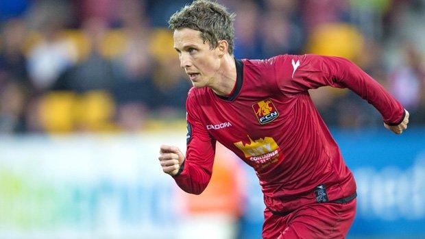Newcastle Jets have signed Danish striker Morten Nordstrand until the end of the season.