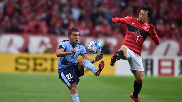 Sydney defender Ali Abbas battles for possession against Urawa Red Diamonds.