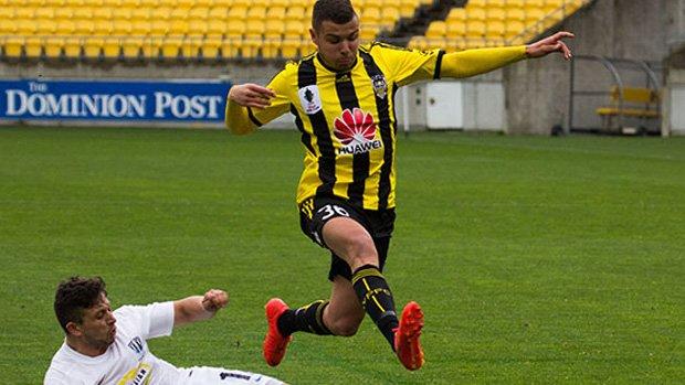 Wellington Phoenix have signed defender Troy Danaskos for the  2015/16 Hyundai A-League season.