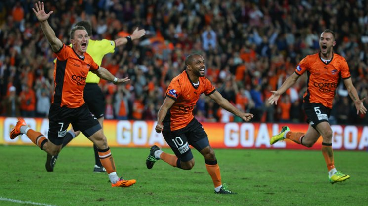 Henrique celebrates after scoring the winning goal in the 2014 Hyundai A-League grand final.