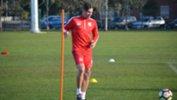 Ersan Gülüm on the ball during an Adelaide United training session.