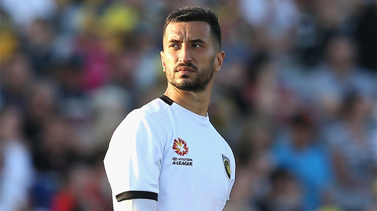 Paul Izzo returns to Adelaide United after signing a three-year contract.