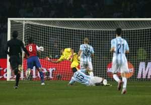 Pepe, Miroslav Klose, Lucas Barrios et ces joueurs qui ont affronté leur pays natal