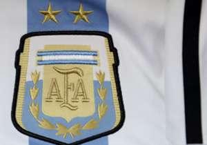 Un repaso por los modelos de la Selección argentina de los últimos 37 años.