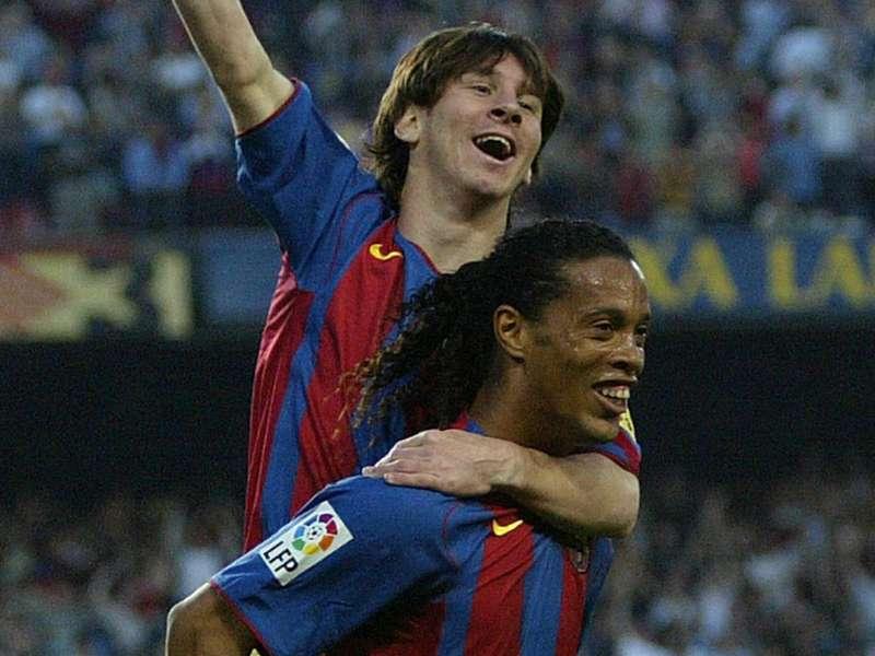 """""""Ainda tenho que ensinar algumas coisas para Messi"""", brinca Ronaldinho"""