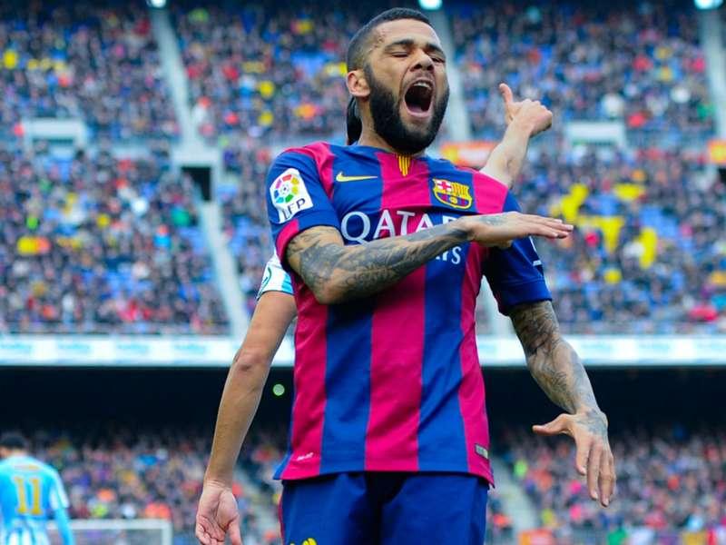 Dani Alves quiere renovar con Barcelona por más de un año
