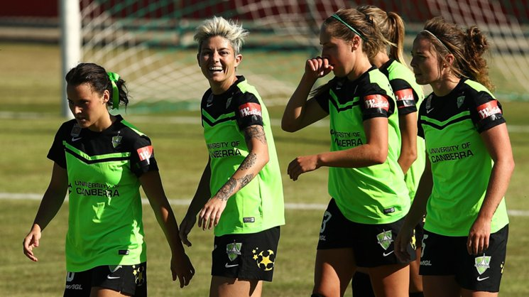 Westfield Matildas star Michelle Heyman has re-signed with Canberra United in the Westfield W-League.