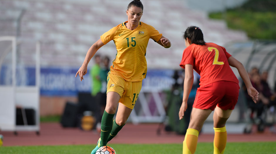 Emily Gielnik looks to take on a Chinese defender.