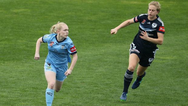 Sydney FC's central defender Liz Ralston (L)
